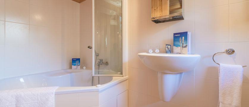 France_Morzine_Chalet-Nomis_Bathroom.jpg